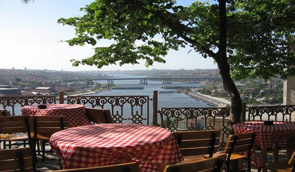 رحلة القرن الذهبي مقهى بيرلوتي في اسطنبول